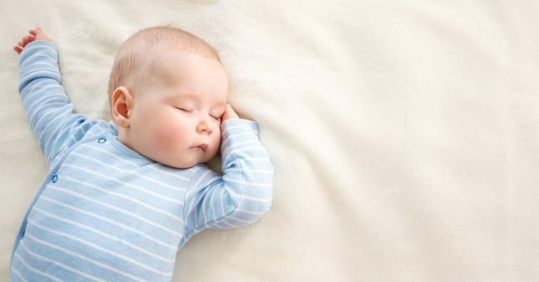 how-to-dress-a-baby-for-sleep